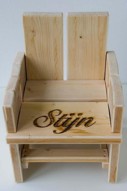 Kinderstoel En Tafel Met Naam.Steigerhouten Kinderstoel Met Naam In Zitting Todosninos