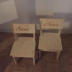 vurenhouten stoeltjes met naam
